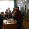 05 - Farkas Sándor igazgató adja át az okleveleket (Kurkó Kristóf 3. osztályos tanuló).jpg