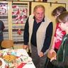 07 - A Tini klub vezetõje, Lencse Sándor értékeli a munkákat.jpg