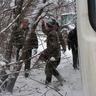 04 - Kiss János kivágta a vastagabb fákat, hogy ne sérüljön a jármû oldala.jpg