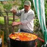 28 - János Judit és a Lankó család az egész falunak készítette a finom paprikáskrumplit.jpg