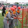 11 - Munkában a lányok csapata: könnyen mentek a már jól ismert kötélcsomózások.jpg