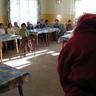 09 - Az alsó osztályosok is nagy örömmel fogadták a pirosruhás Mikulást.jpg