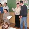 02 - Orsós Mónika 1. osztályos tanuló boldogan vette át az 5. helyezésért járó oklevelet.jpg