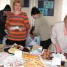 02 - Hamar elkelt a sok házi készítésû sütemény.jpg