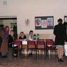 12 - Már egy órával a kezdés elõtt gyülekeztek a lányok, asszonyok.jpg