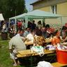 11 - Jóízûen fogyasztottak a falunapra ellátogató vendégek.jpg